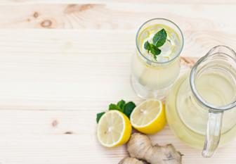 Zitronen, Minze, Wasser